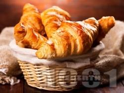 Домашни солени кроасани с кашкавал от готово бутер тесто за закуска - снимка на рецептата
